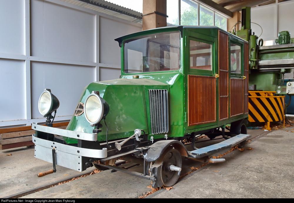 Ferrocarril de Soller Renault Inspection Car, Soller shops, Soller, Mallorque, Balearic Islands, Spain, August 16, 2014