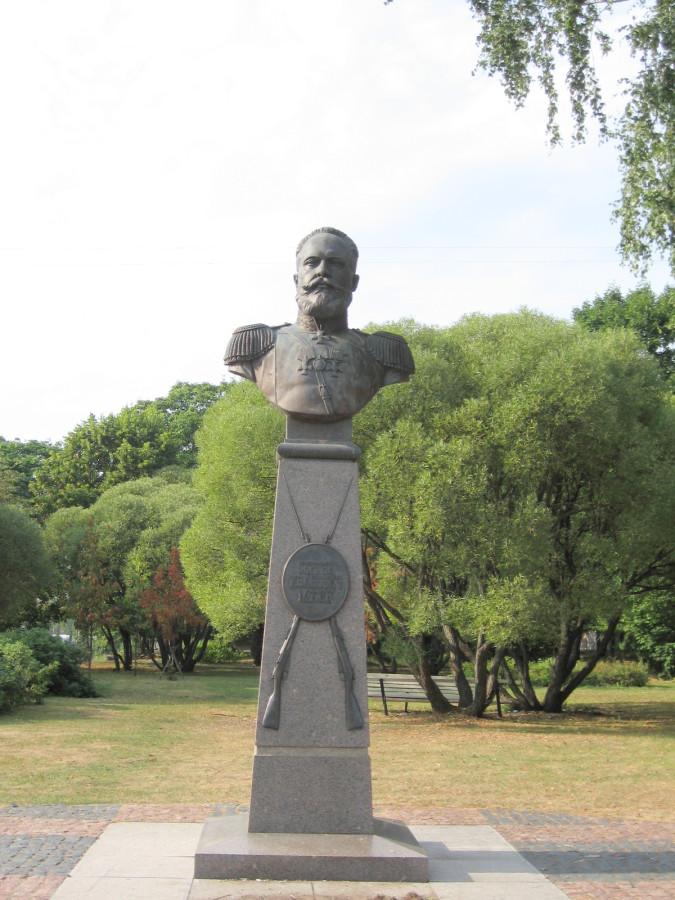 Monument_to_Mosin_(Sestroretsk)