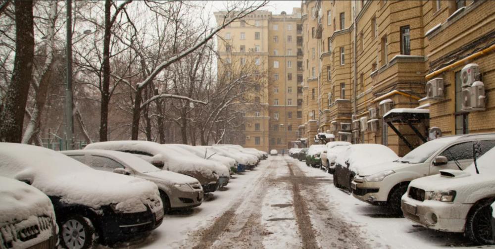 типичный городской двор зимой