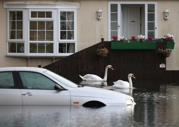 Severe-Flood-Warnings-In--015