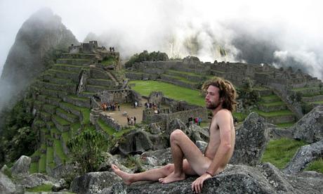 Machu-Picchu-naked-man-po-009