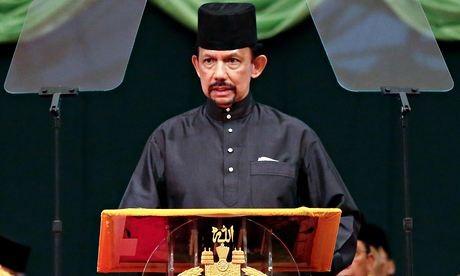 Brunei-Sultan-Hassanal-Bo-009
