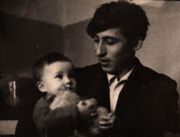 1963 Папа и Катя с мишкой