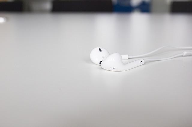 headphones-1022626_640
