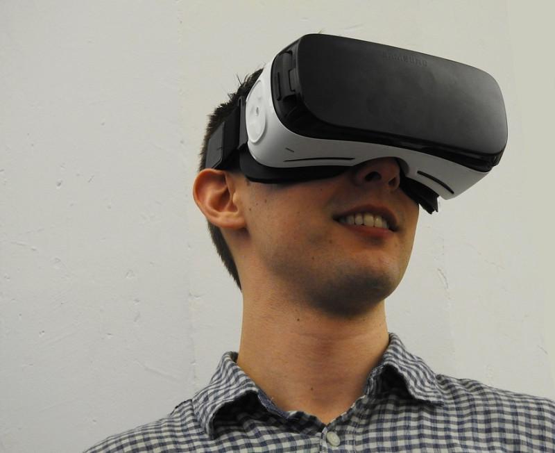 virtual-reality-1389032_960_720