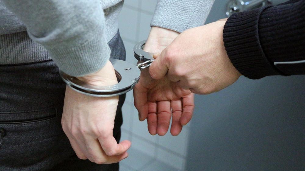 handcuffs-2102488_1280