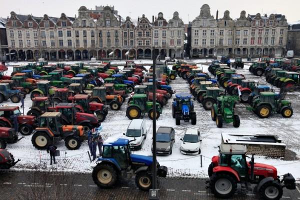 Акция протеста французских фермеров в Аррасе.