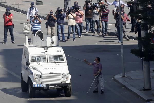 Бронированный автомобиль полиции, Анкара, Турция.