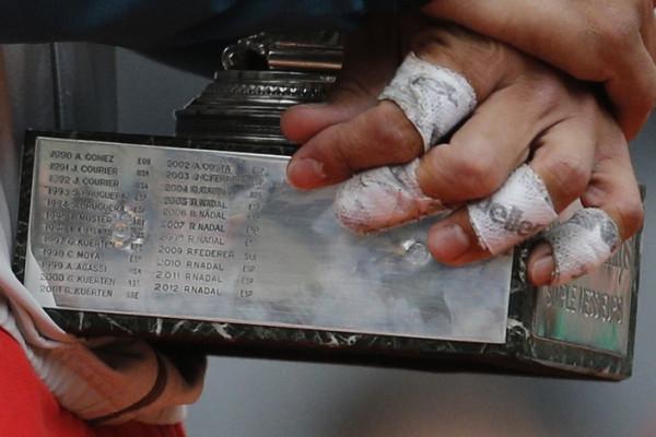 Испанец Рафаэль Надаль с кубком «Ролан Гаррос», Париж.