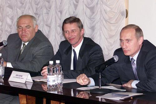 Vladimir_Putin_8_November_2000-2