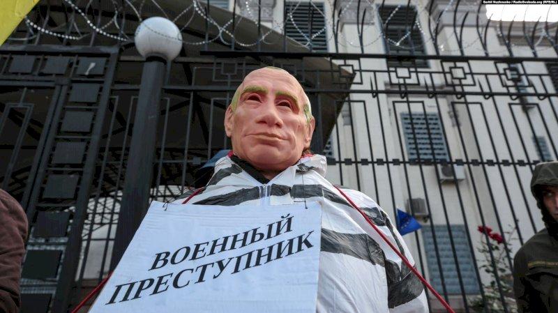 Какую цену Беларуси придется заплатить за войну с Украиной, США и ЕС по вине ненавистников славян в Кремле? Я бы приговорила его заочно, за подставу Беларуси под меч НАТО! Зачем дожидаться здесь украинского сценария?!