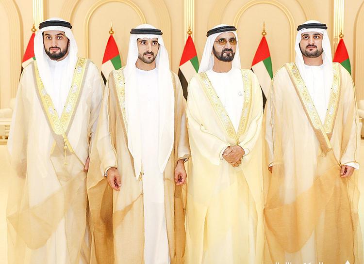 Справа последний - заместитель правителя Дубая ###Мактум бен Мухаммед Аль Мактум (больше шансов на наследование трона), первый слева - шейх ###Ахмед бен Мухаммед аль Мактум (у которого гораздо меньше шансов стать правителем, чем у первого)