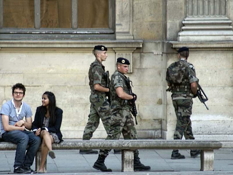 Скамейка в Лувре