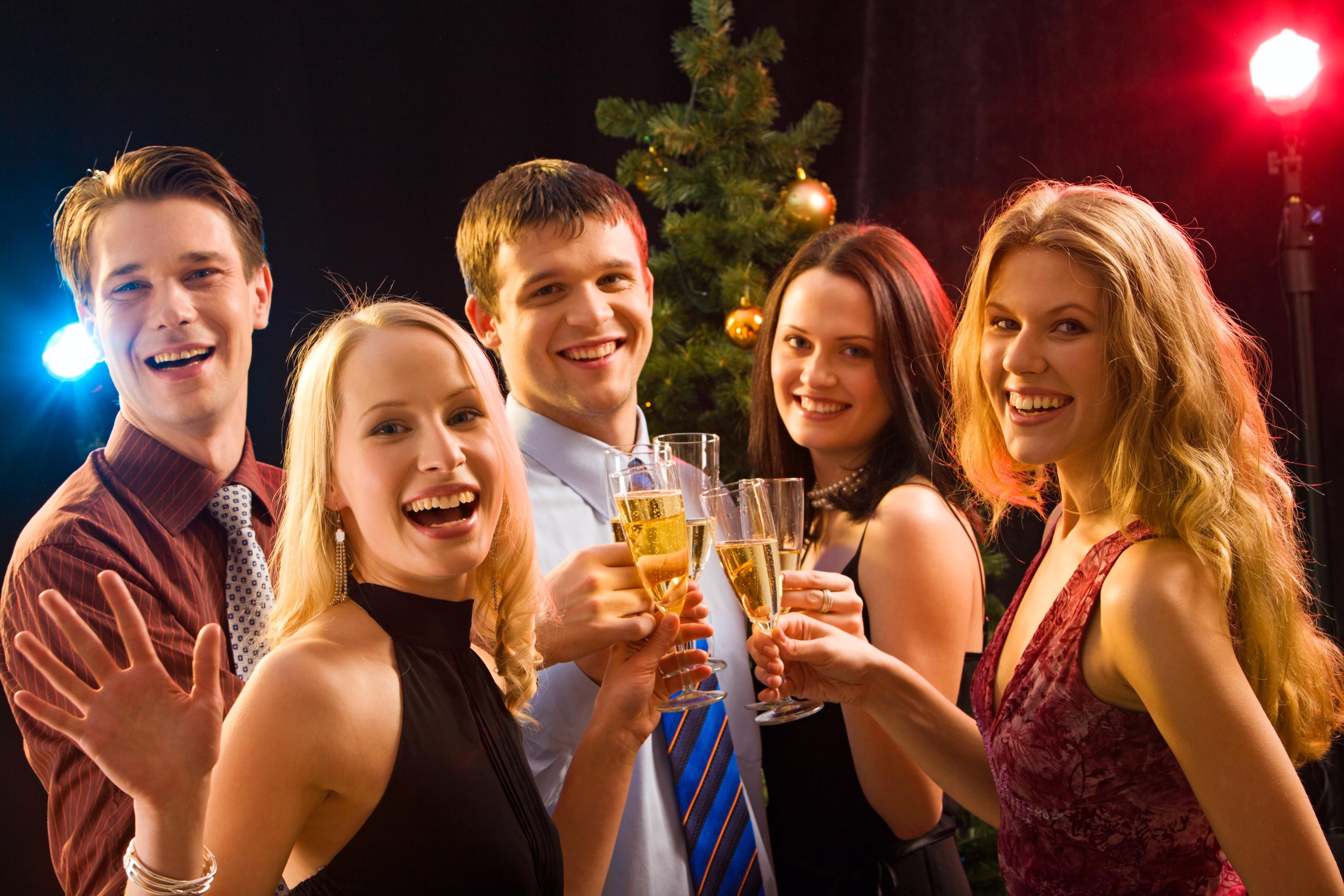 Как провести новый год с друзьями чтобы было весело