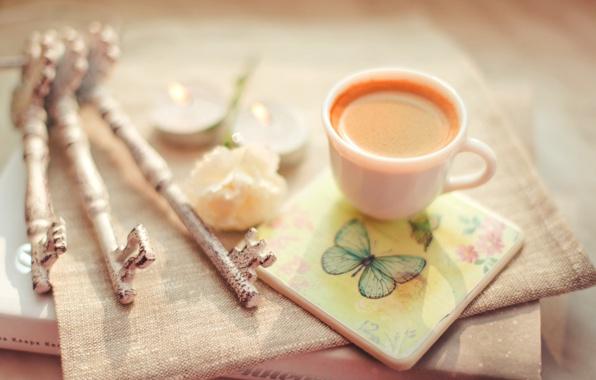 chashka-kofe-kapuchino-kniga