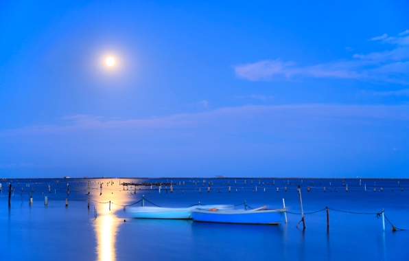 nebo-luna-more-lodki.jpg