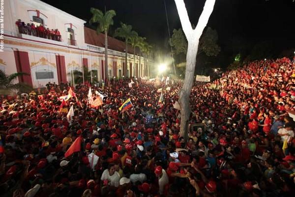 En-el-Palacio-de-Miraflores-16