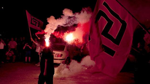 comportamiento-violento-neonazis-griegos-prohibicion_TINIMA20130522_0585_20