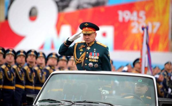 Самый крутой это Шойгу, конечно. В армии не служил, ни где не воевал, но медалей и орденов имеет обосраться можно. Учитесь, ветераны!
