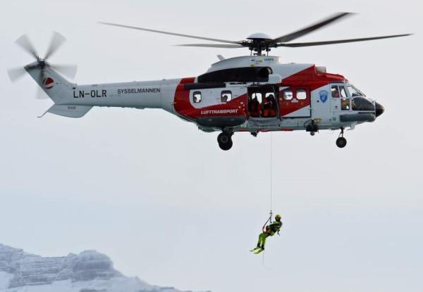 Redningshelikopter Eurocopter Super Puma AWSAR Lufttransport Longyearbyen Svalbard