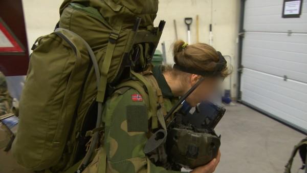В спецназе только девушки 017