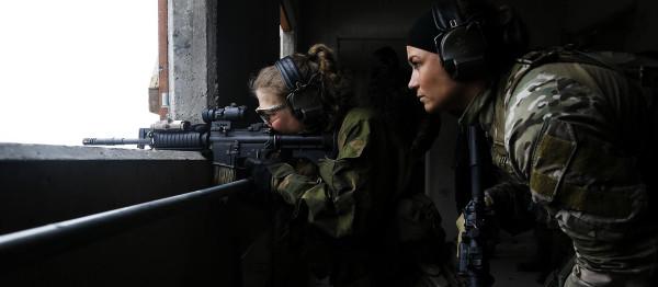 В спецназе только девушки 029
