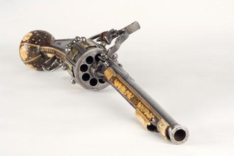 Артефакты истории. Револьвер, 1597 год.