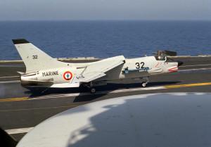 F-8E(FN)_after_bolter_on_USS_Eisenhower_(CVN-69)_1983