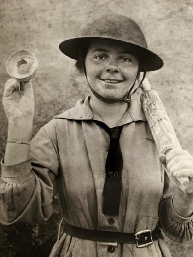 Девочка-пончик. пончиков, войны, Армии, спасения, мировой, девушек, количество, солдатам, время, волонтеры, пончики, войсками, продукт, итоге, продукта, Doughnut, первые, волонтеров, войск, Девушки