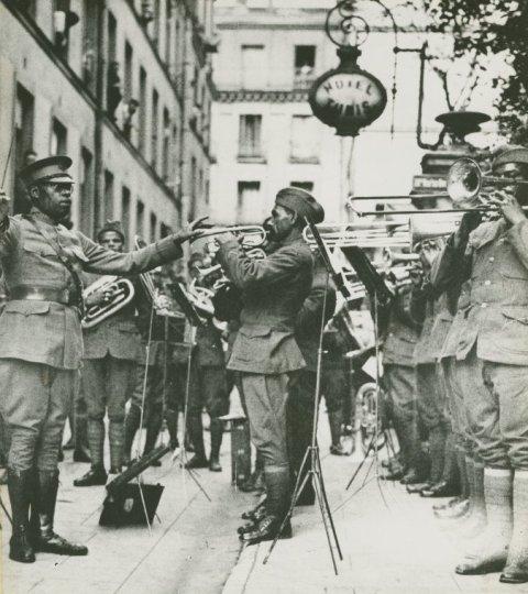 Как Европа Европу к джазу приобщал.