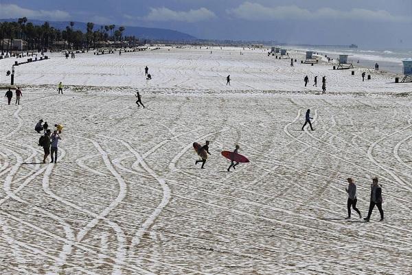 snow-huntington-beach_LA1