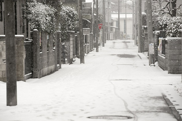 Tokyo-Area-Blanketed-by-Snow-on-April-the-8th-01