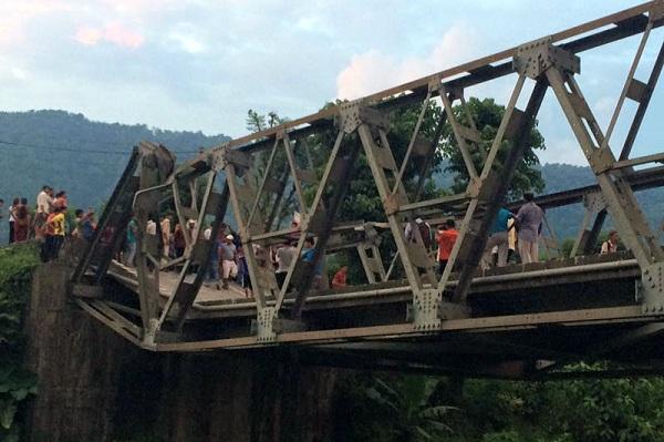 nepal-landslide5