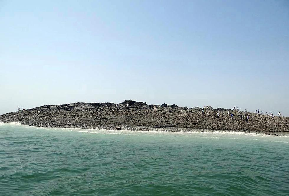 ht_pakistan_earthquake_new_island_2_130924_16x9_992