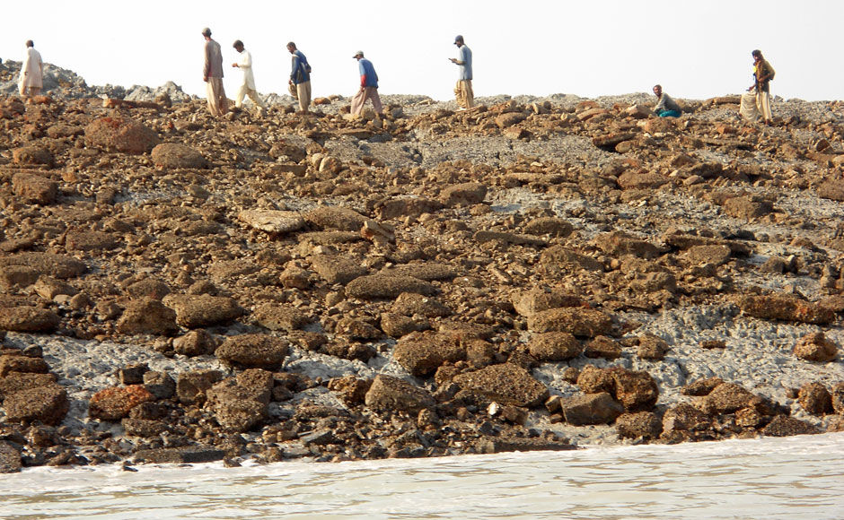 ht_pakistan_earthquake_new_island_4_130924_16x9_992