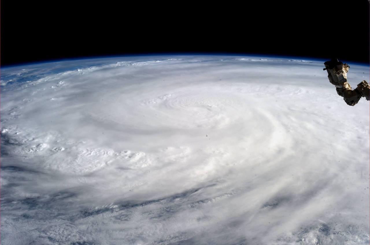 Typhoon-Haiyan-satellite-image1