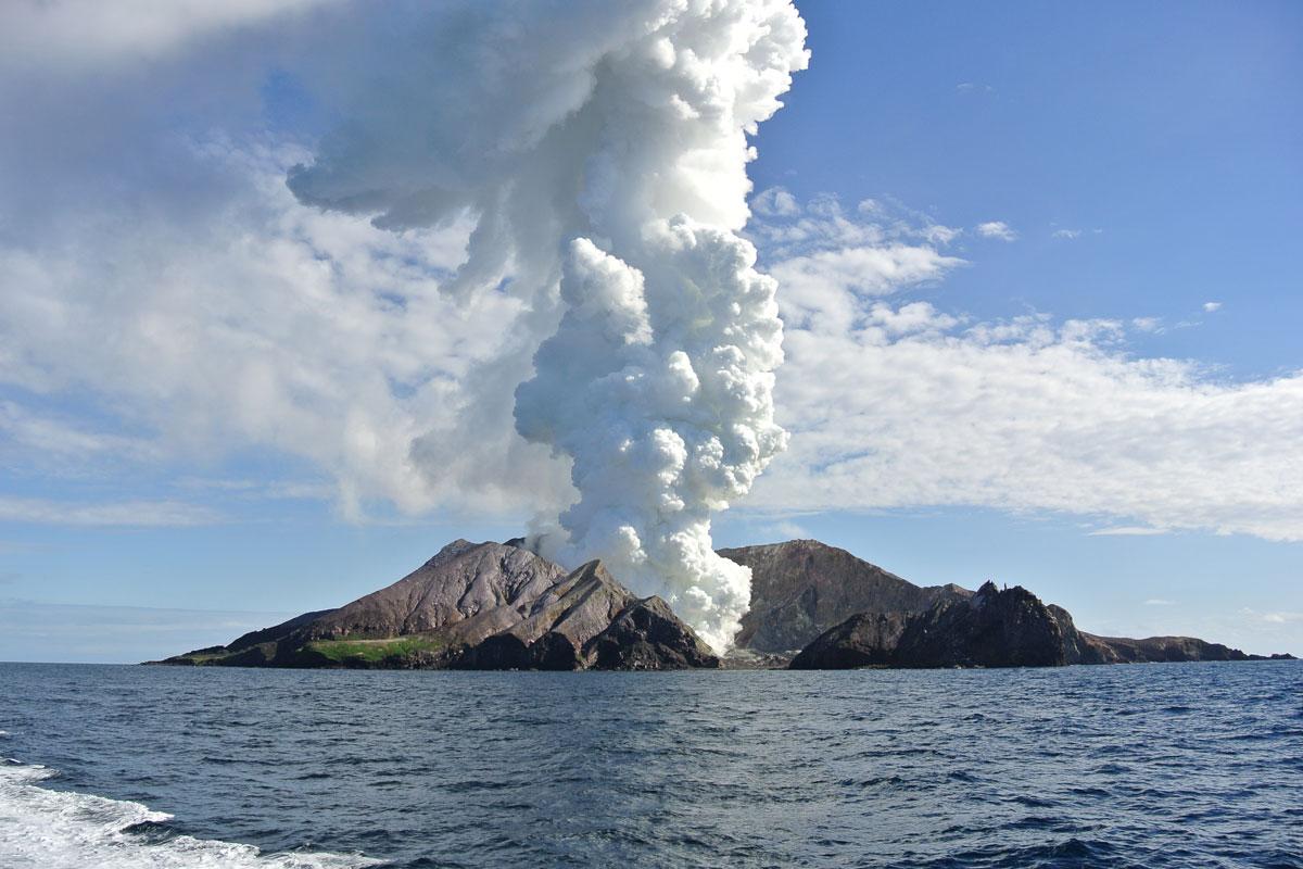 white-island-eruption