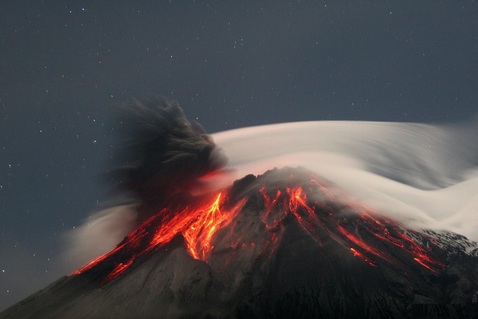 tungurahua-volcano-ecuador