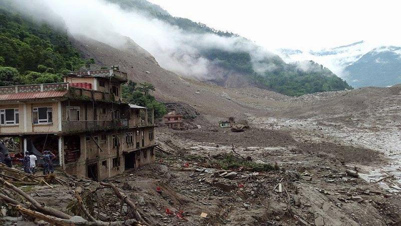 140802-nepal-landslide2