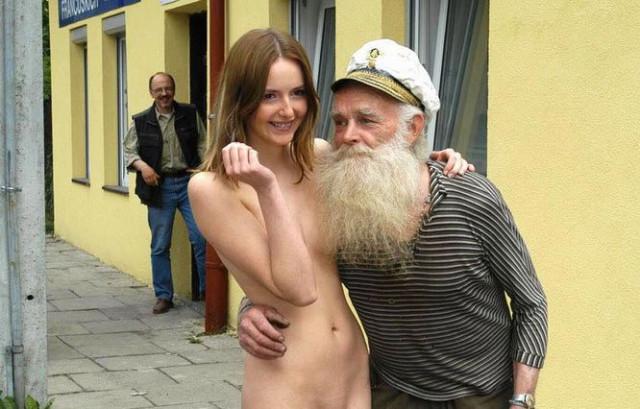 golie-starushki-na-ulitse