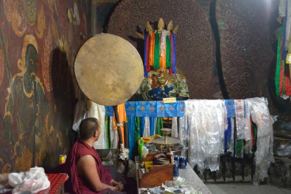 21.фото комната защитников монастыря Пелкор Чоде.