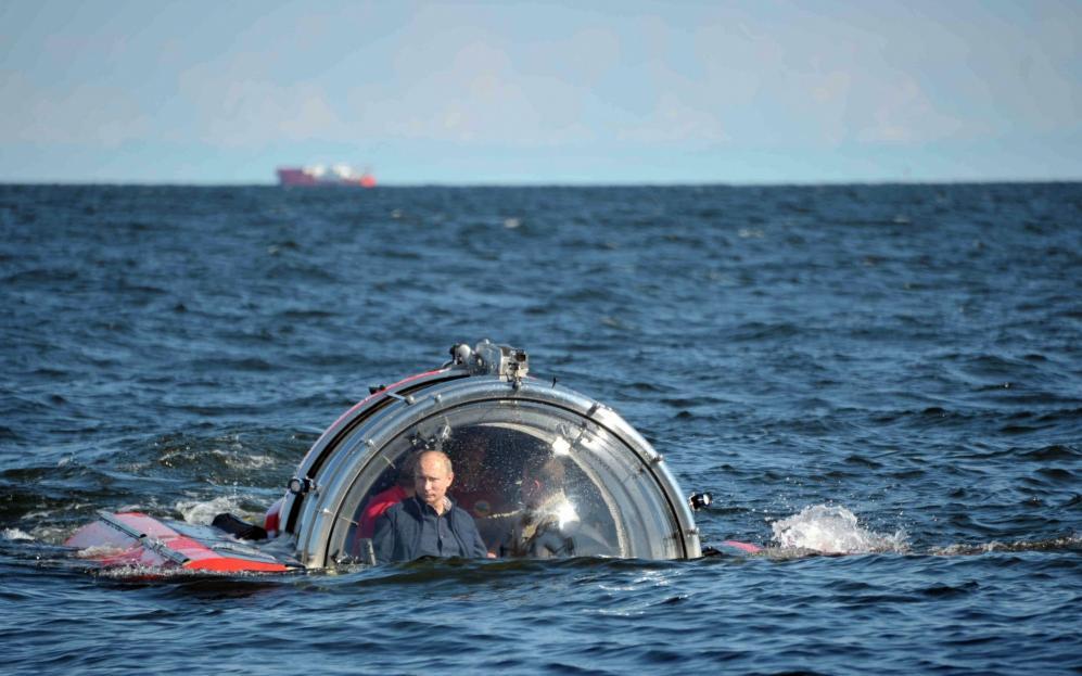 russia_underwater_putin.jpeg-07f2d