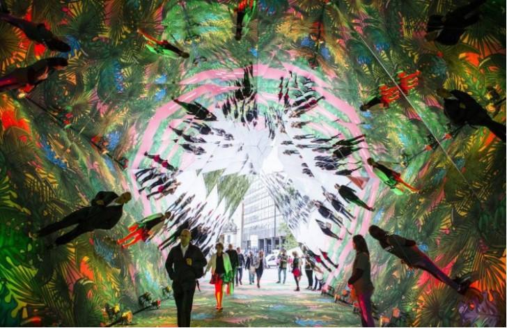 гигантский калейдоскоп появился в Лондоне