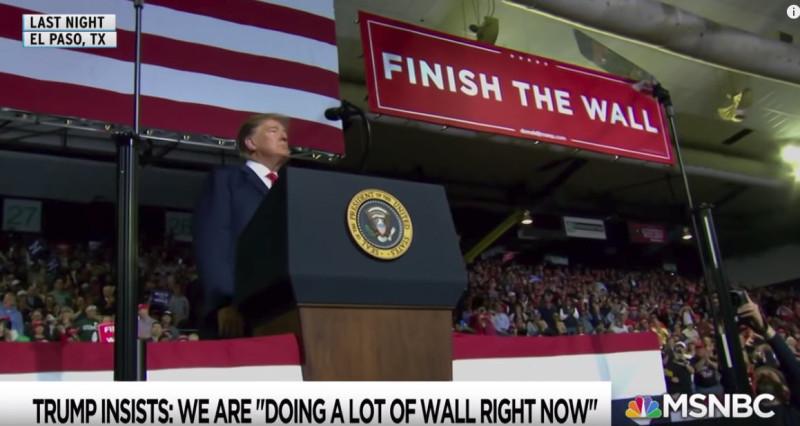 На воскресном ралли Трамп рассказал, что стена УЖЕ построена и ее заканчивают.