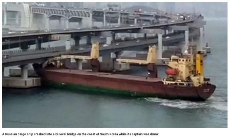 Русский грузовой корабль врезался в мост в прибрежье Южной Кореи пока капитан был пьян