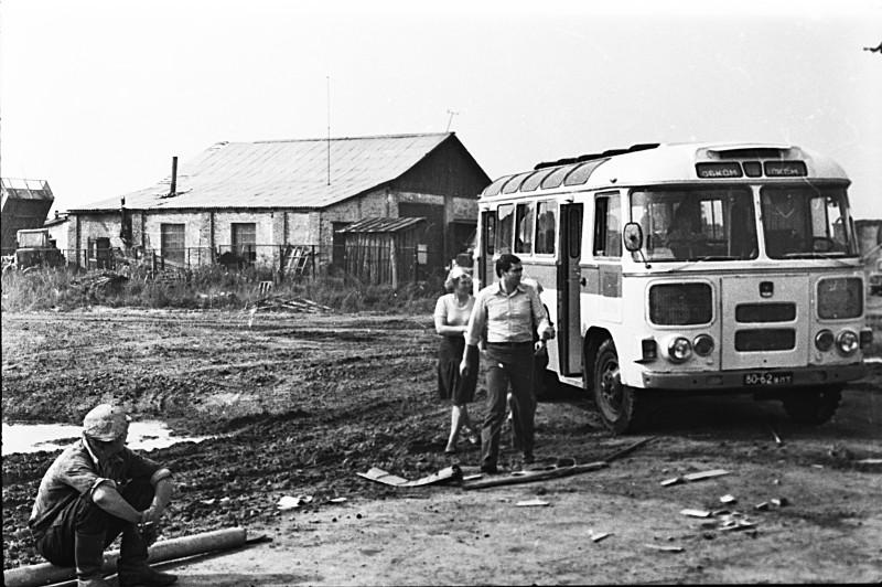Картина маслом... 1979 год, где-то во Владимирской области. Надпись на автобусе ОБКОМ ВЛКСМ
