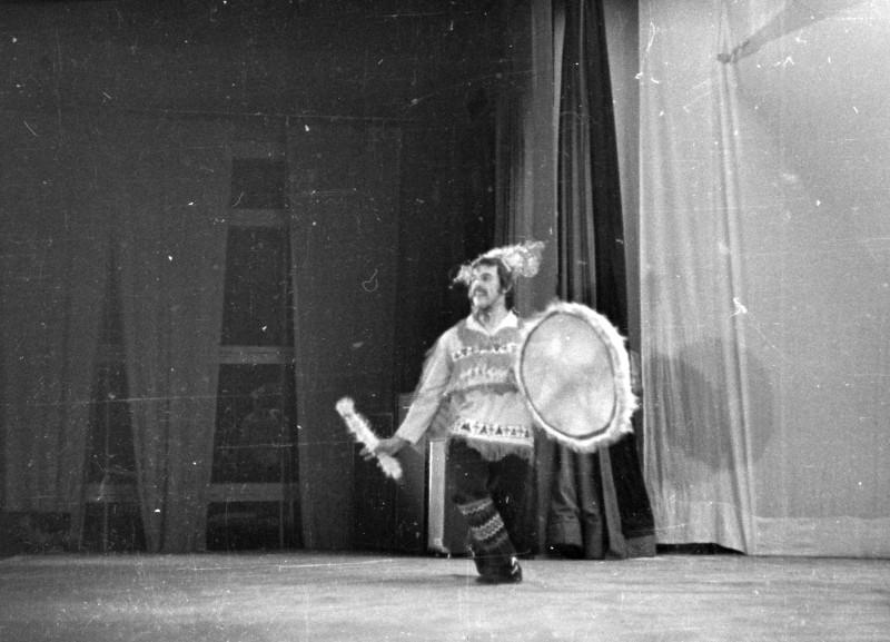 А я психованный шаман... Так я думаю называется танец.