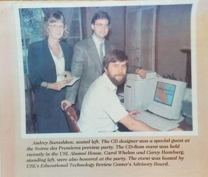 Я в районной газете Лафайетского района Луизианской области с компьютером и какими-то глупыми картинками.