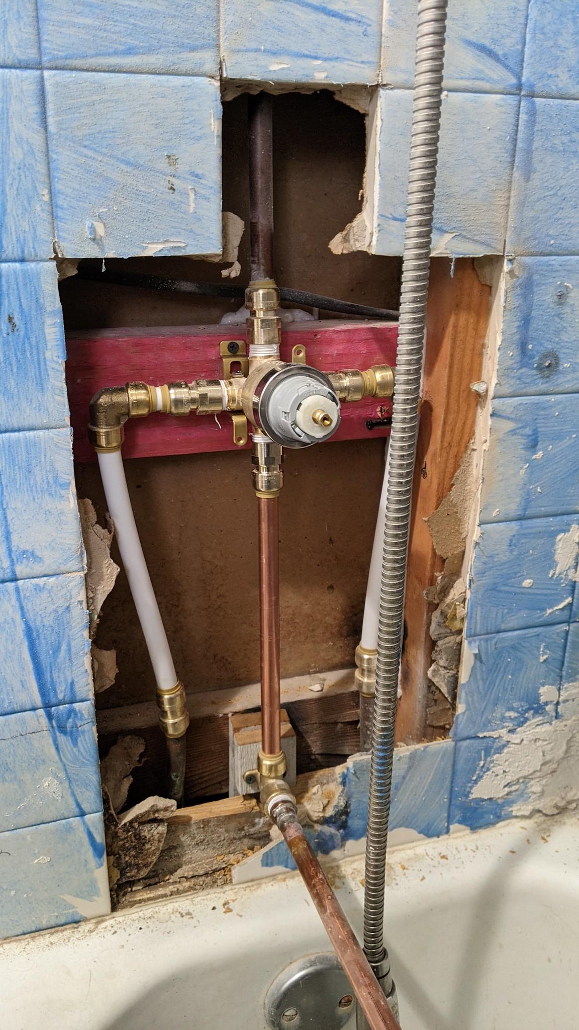 Все разломать, снять 3 крана, заменить современным краном и новыми трубами.