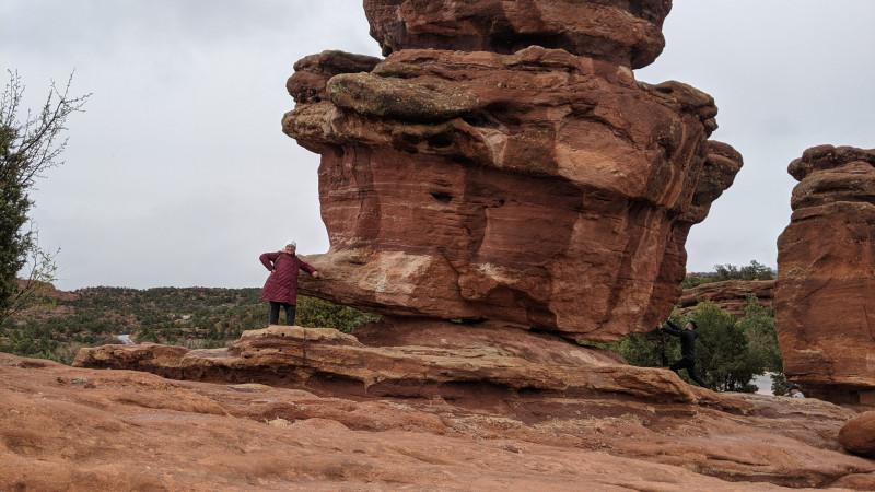 Со временем камни превратились в странные формирования